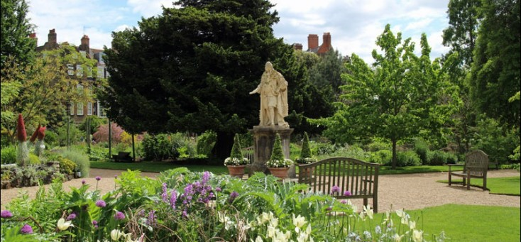 Photo of the Chelsea Physic Garden courtesy of Andrew Locking of Andrew's Walks